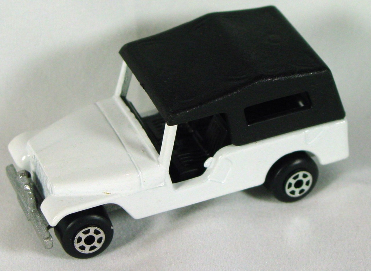 Hungarian 53 C 13 - CJ6 Jeep White black roof met sil-grey base blkint 5-spoke