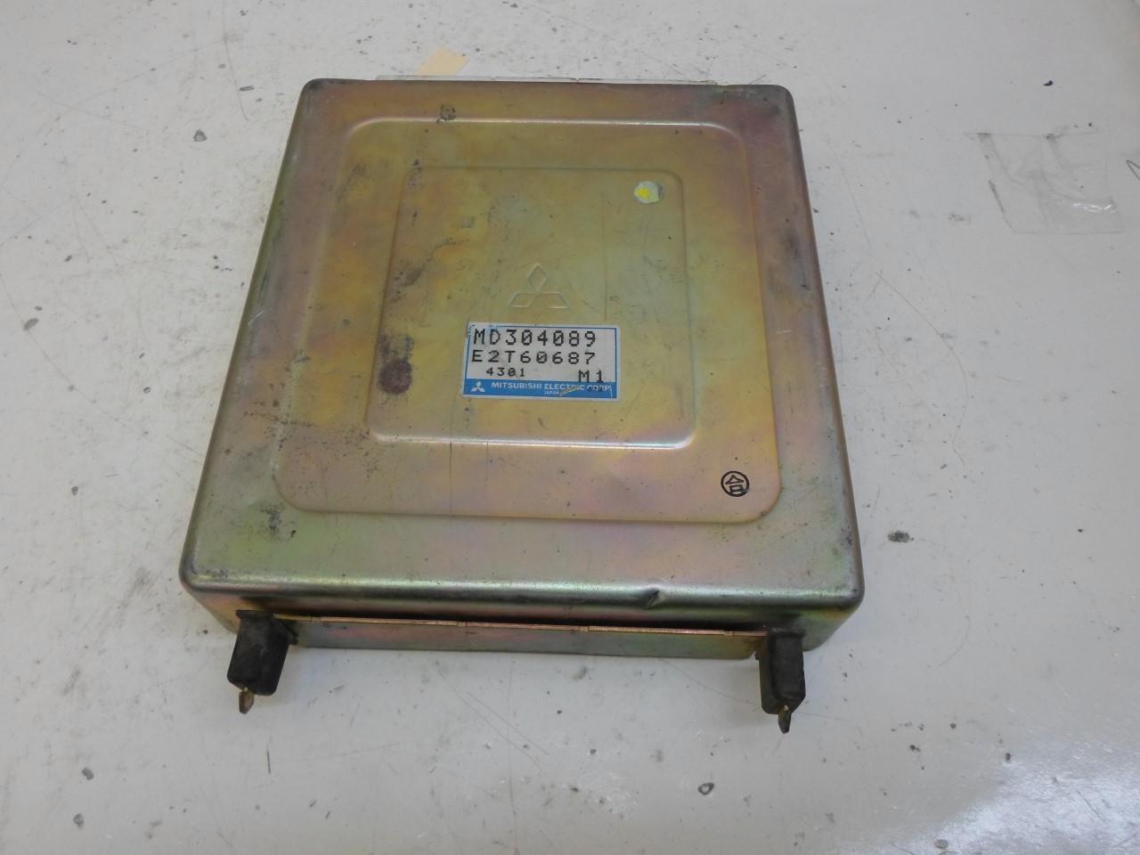 1994-1995 Mitsubishi Galant ecm  ecu computer MD304089