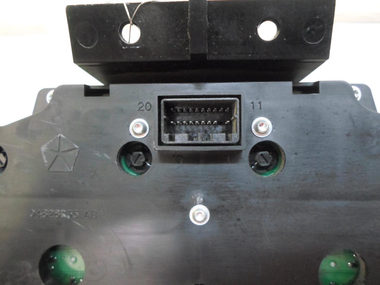 Speedometer Instrument Cluster Jeep Liberty 2004 56010572ae Oem 122k Mi