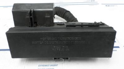 fuse box relay power distribution box ford explorer 2000. Black Bedroom Furniture Sets. Home Design Ideas